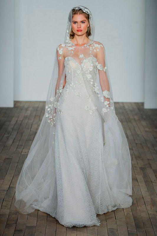 vestidos de novia modernos con capa
