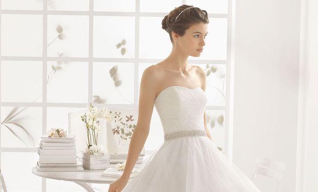 vestidos de novia palabra de honor con pedreria